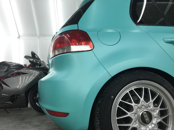 大众高尔夫汽车改色电光蒂芙尼蓝车身贴膜