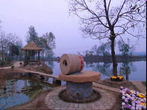 信阳罗山县尤店乡钓鱼台村 路畅村美人幸福图片