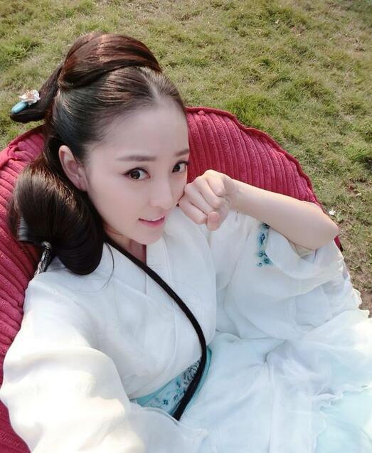 王洁曦曾出演《丑女无敌》中费得南女友董迎迎而